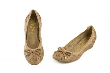 Bow perforated wedge ballet...