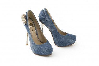 High heel and platform pump...