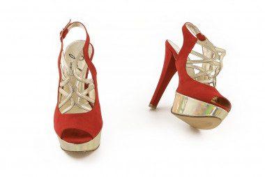 Sandalo in camoscio rosso...