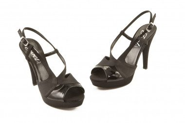 Sandalo raso nero con tacco...