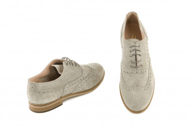 Lace up British style shoe...