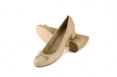 Bow heeled leather ballet...