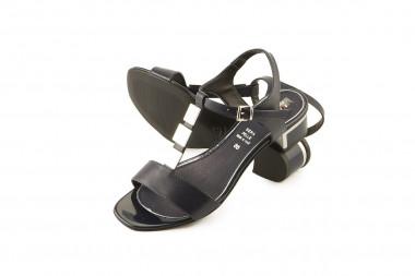 Elegant low heel leather...