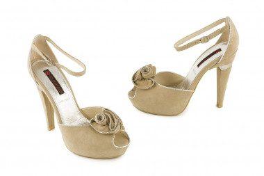 Elegant heeled sandal...