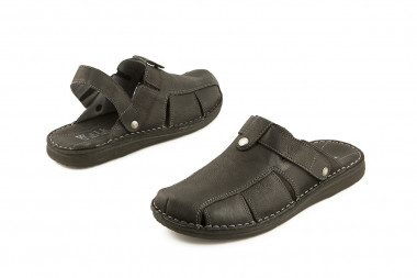 Black closed toe slide...
