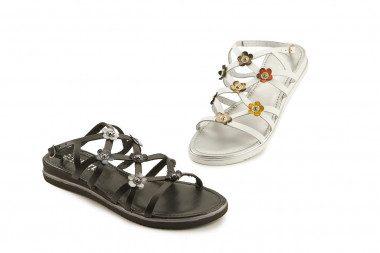 Sandalo con fiori in pelle...