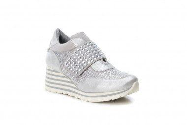 Wedge metallic sneakers...
