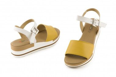 Low wedge leather sandal...