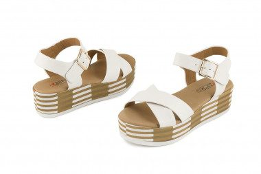 Criss cross flatform sandal...