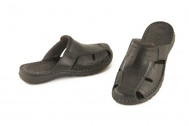 Closed toe leather slide...