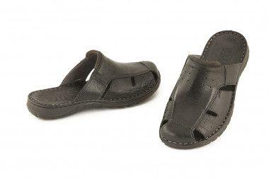 Closed toe leather slide...