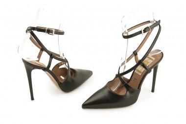 Stiletto pump with straps 4...