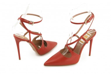 Leather pump with straps 4...