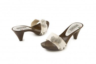 Large size bow detail clog...