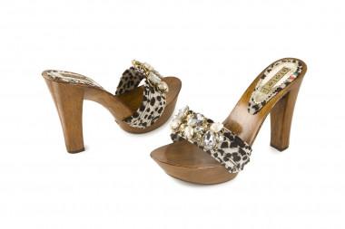 Extrasize high heel clog...
