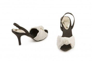 Pleated mid heel sandal O6
